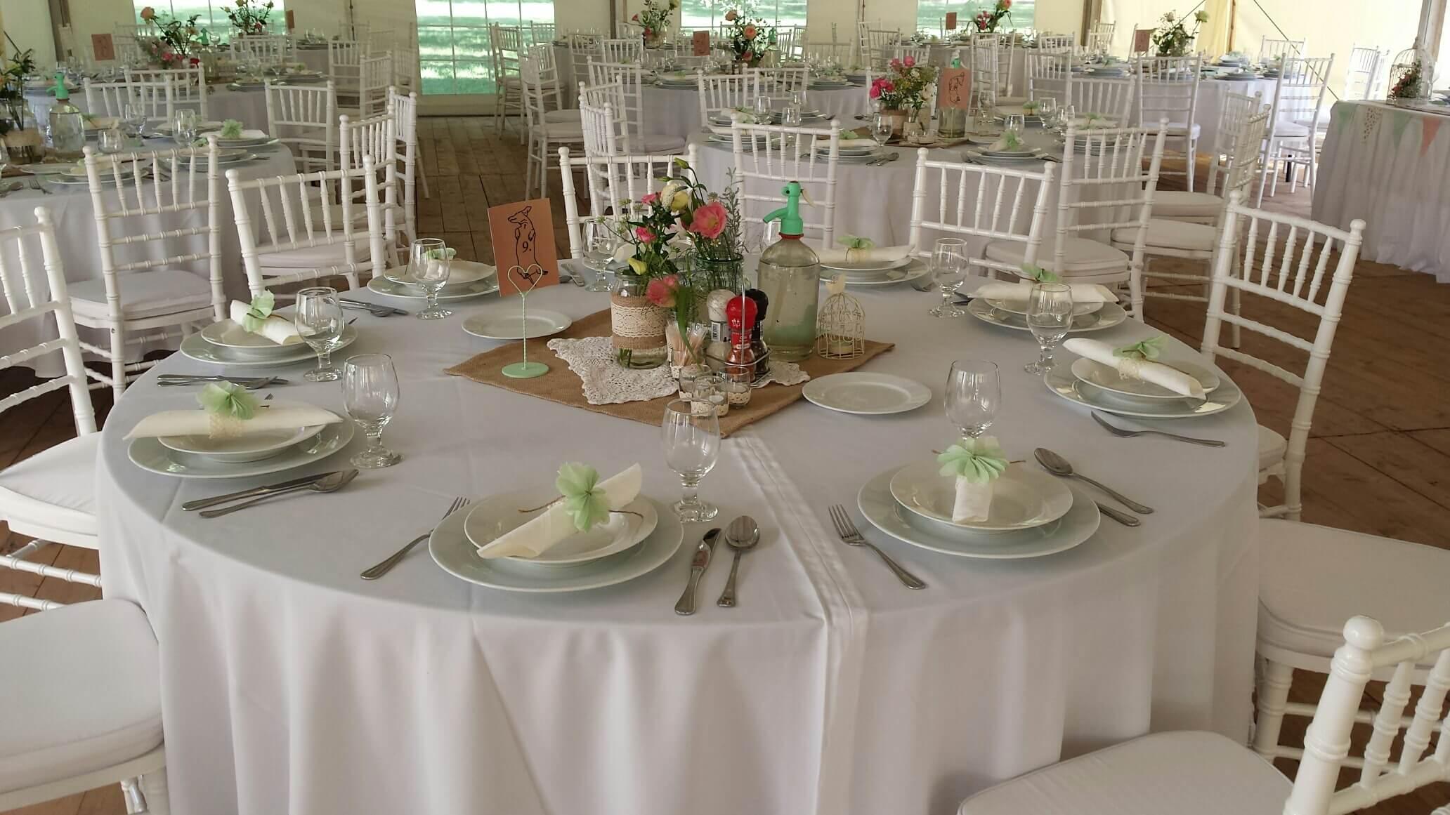 fa4f8aafb4 Almazöld vintage. Esküvői sütis asztal. Esküvői koktélautó. Esküvői vintage  sátor dekoráció. Tóparti esküvő dekoráció